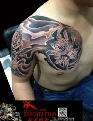 半甲莲花纹身-胸口纹身