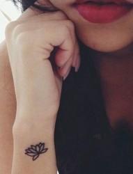 很美的莲花图腾刺青