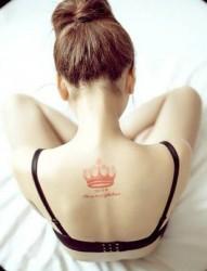 非常好看的女生背部图腾刺青