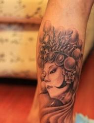 经典漂亮的腿部花旦纹身