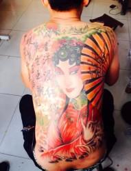 满背经典的花旦纹身