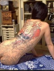 日本黑社会女老大  全裸纹身图片