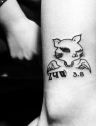 腳踝處個性的狐貍冬眠紋身