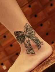 時尚簡單的腳踝蝴蝶結刺青
