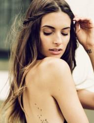 一组女性背部简约唯美的蒲公英纹身图案