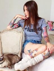 簡單時尚的女生腳部紋身