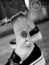 女生向日葵小腿纹身