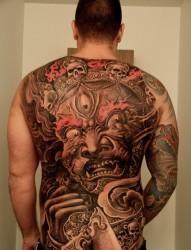 烈火堂作品——男士背部帅气的纹身