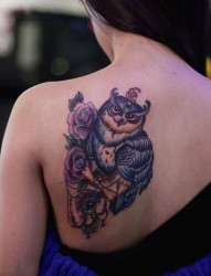 左后肩部的小清新黑白小狐狸纹身图