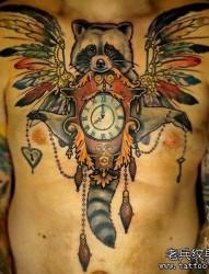 胸口彩色狐狸纹身图案
