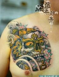 胸口彩色嘎巴拉纹身图案