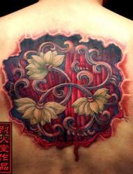 背部恐怖的莲花纹身
