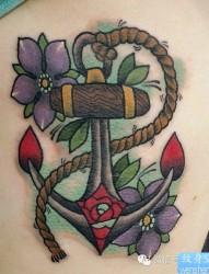 女人腹部时尚潮流的哥特字母纹身图片