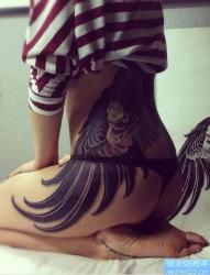 纹身520图库推荐一幅女人臀部老鹰纹身图片