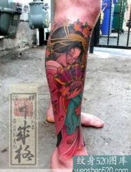 腿上彩色的日本艺妓纹身图案作品欣赏