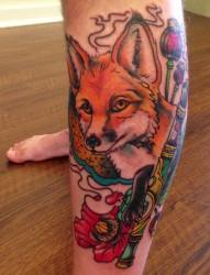 小腿部一款时尚的狐狸纹身