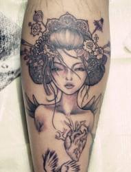 纹身520图库推荐一幅小腿艺妓纹身图片