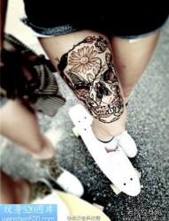 小腿部大气的彩色不动冥王纹身图片