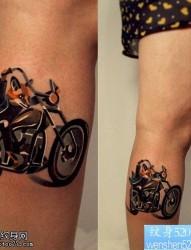 最好的纹身馆推荐一款腿部摩托车纹身图案