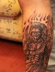 纹身520图库推荐一幅小腿不动明王纹身图片