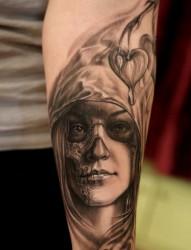 另类人物画像纹身