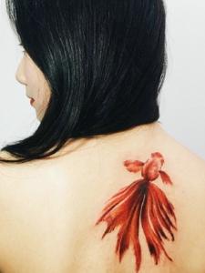適合小女生的小金魚紋身圖片