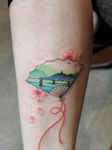 男女都可以拥有的个性扇子纹身