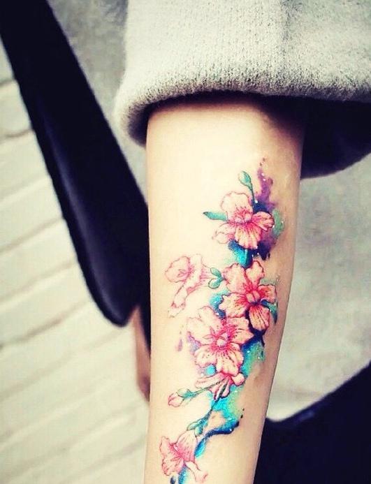 朵朵娇艳的梓树花暗香浮动手臂纹身