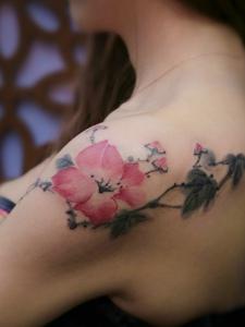 适合女生的肩膀梅花鹿纹身图片