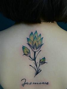 茉莉花紋身讓女人更加性感