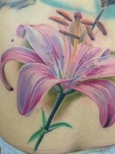 花卉精美独特女生纹身图案