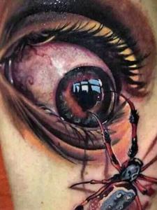 震撼人心的逼真3d眼球刺青
