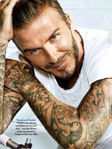 笑容灿烂的贝克汉姆手臂纹身图片