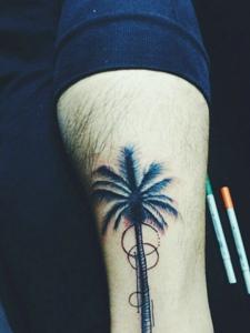 小腿個性的椰子樹紋身圖片