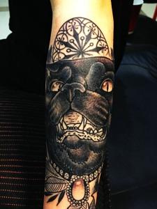 手臂黑猫警长纹身图片很独特