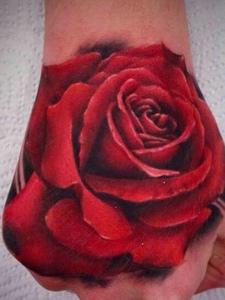 一朵相当抢眼的手背红玫瑰纹身图片