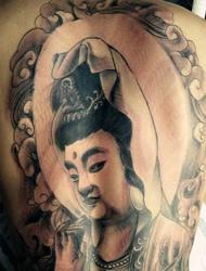 洒脱在整个背部的佛像纹身