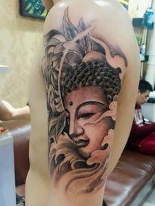非常清晰的大臂如来佛纹身图片