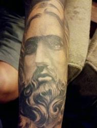 耶稣和圣母玛利亚的个性手臂刺青