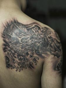 霸气十足的邪龙纹身图案