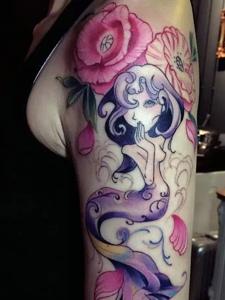 十分美丽的花臂美人鱼纹身刺青
