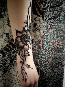 适合女生的手臂时尚海娜纹身刺青