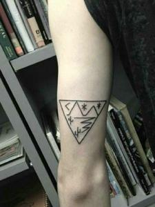 一组适合小男生的手臂纹身小图案