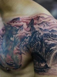 非常帅气的半甲山水纹身图案
