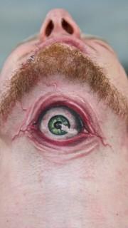 颈部恐怖的3d眼睛纹身