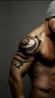 欧美肌肉男手臂文字图腾纹身