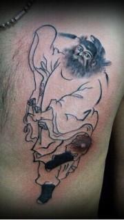 男生胸前简单的钟馗纹身