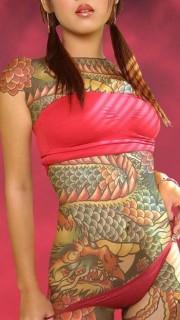 大胆美女全身龙纹身图案