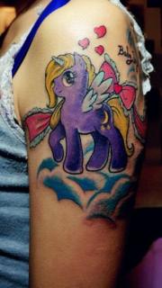 女生手臂可爱的小天马刺青作品