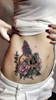 创意玫瑰骷髅羽毛腰部纹身图案
